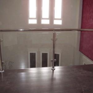 barandilla interior con cristal de acero inoxidable