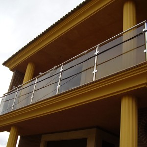 balcón acero inoxidable con cristalera