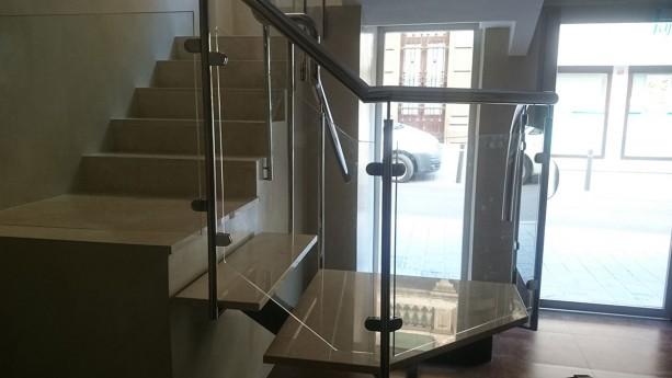 escalera de cristal con barandilla de acero inoxidable perfil