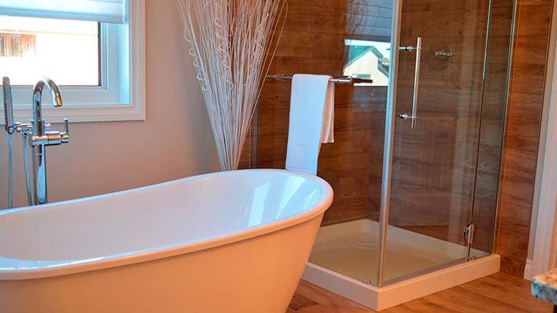 carpinteria de aluminio en mamparas de baño