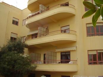 puerta metálica para balcón