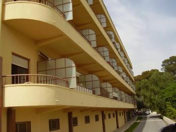 balcones con barras de hierro
