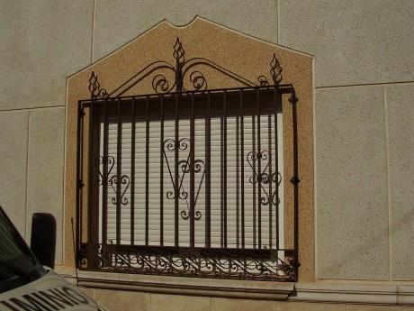 reja metálica para ventana lateral